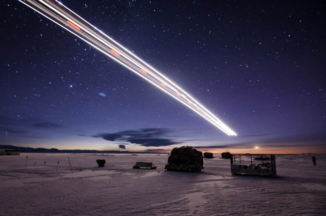 airplane-landing-in-the-middle-of-winter