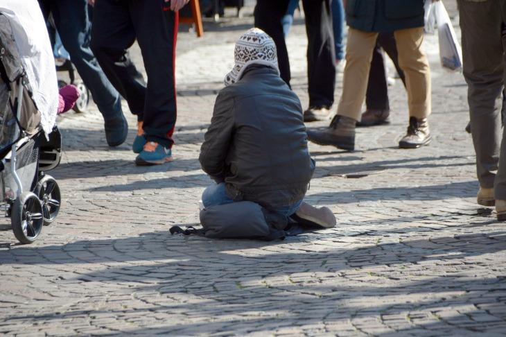 beggars-1233291_1920