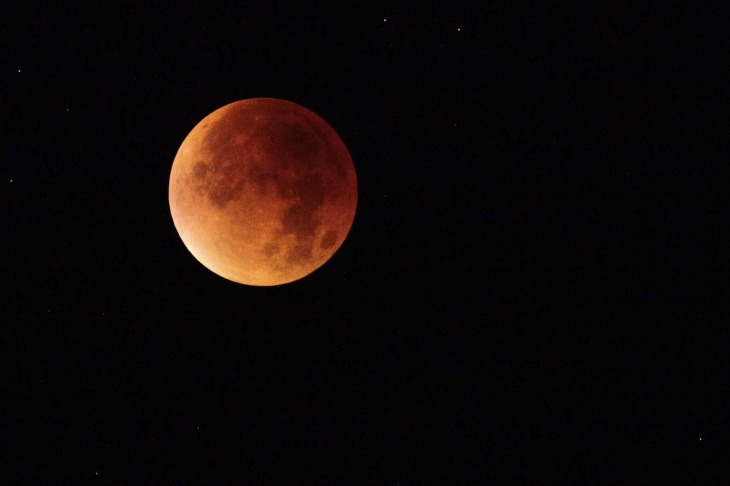 blood-moon-2428965_1920